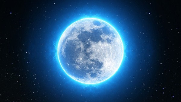 You Can Manifest during the New and Full Moon